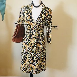 Lovely honey comb print wrap dress 👗